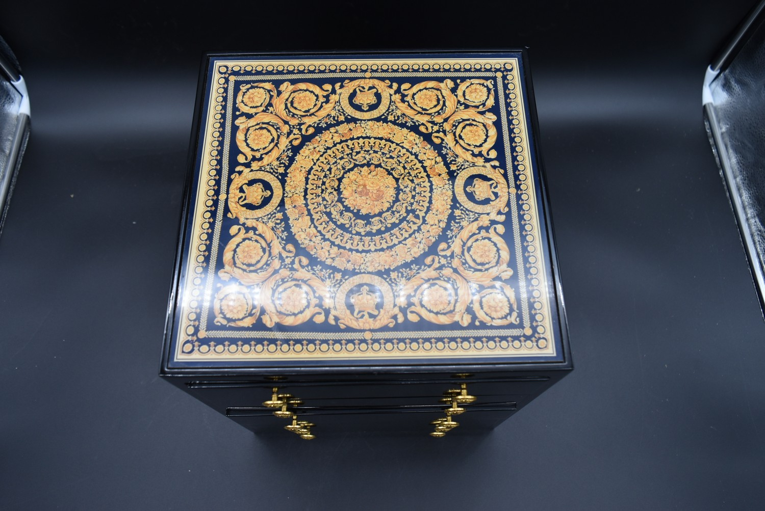 A lacquered Gianni Versace tray along with a similar jewellery chest and a lidded trinket box. H. - Image 12 of 18