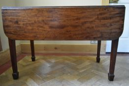 A Georgian mahogany drop flap dining table on square tapering supports on spade feet. H.70 W.112 D.