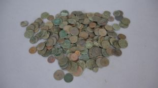 A collection of antique coins from metal detecting. Gross weight: 1400g