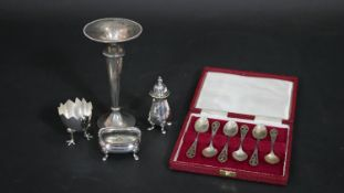 A cased set of silver thistle teaspoons, hallmarked Edinburgh, 1977 and four miscellaneous items