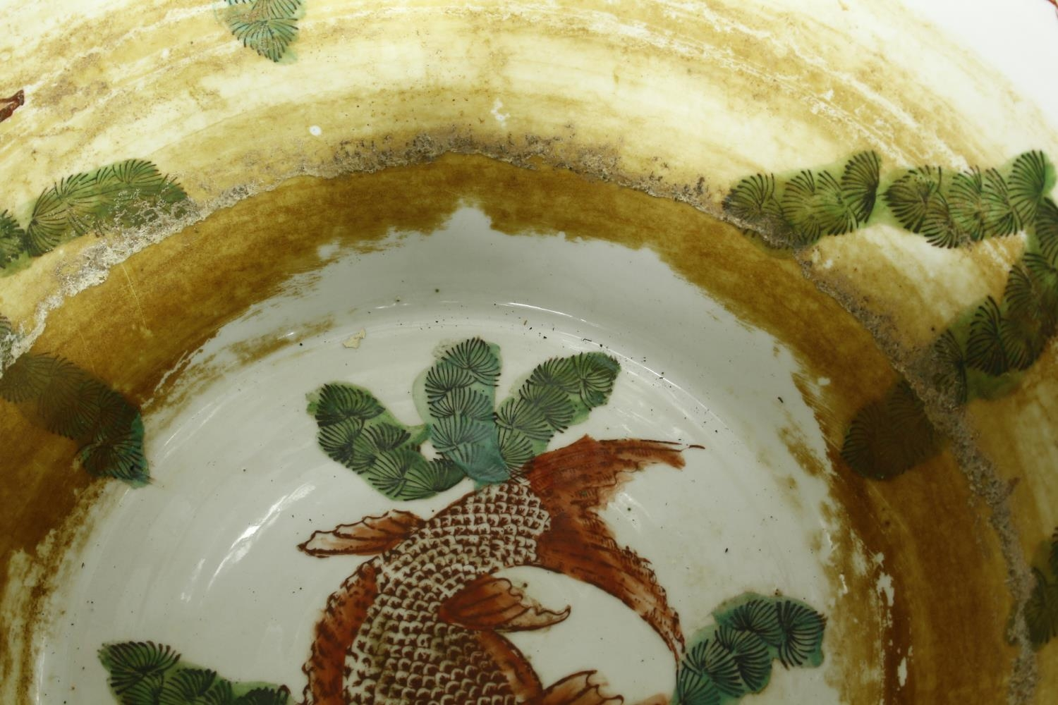 A pair of early 20th century glazed Chinese Imari ceramic planters/fish bowls on carved hardwood - Image 8 of 11