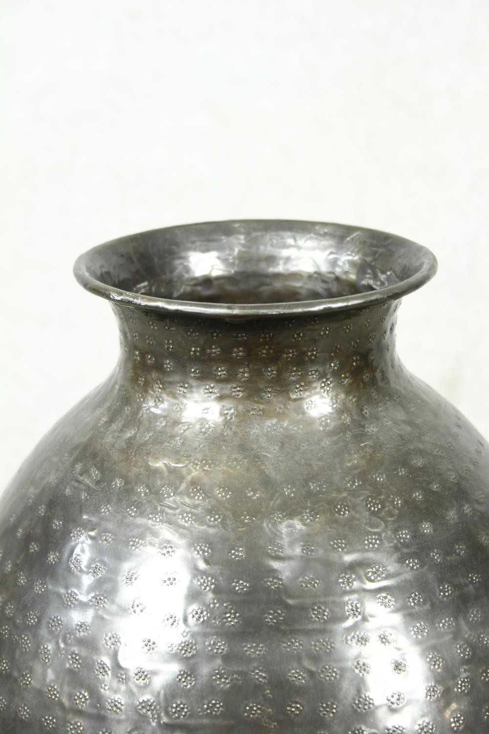 A pair of large contemporary floor standing hammered brass vases. H.79cm - Image 5 of 9