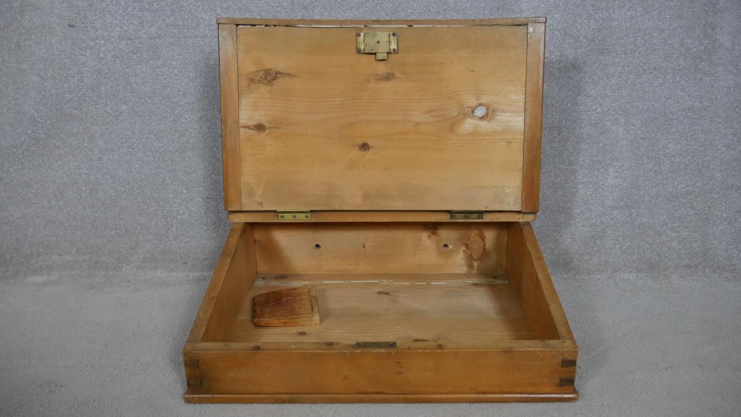 A pine clerk's writing slope with galleried top and hinged lid enclosing storage compartment. H.23 - Image 2 of 4