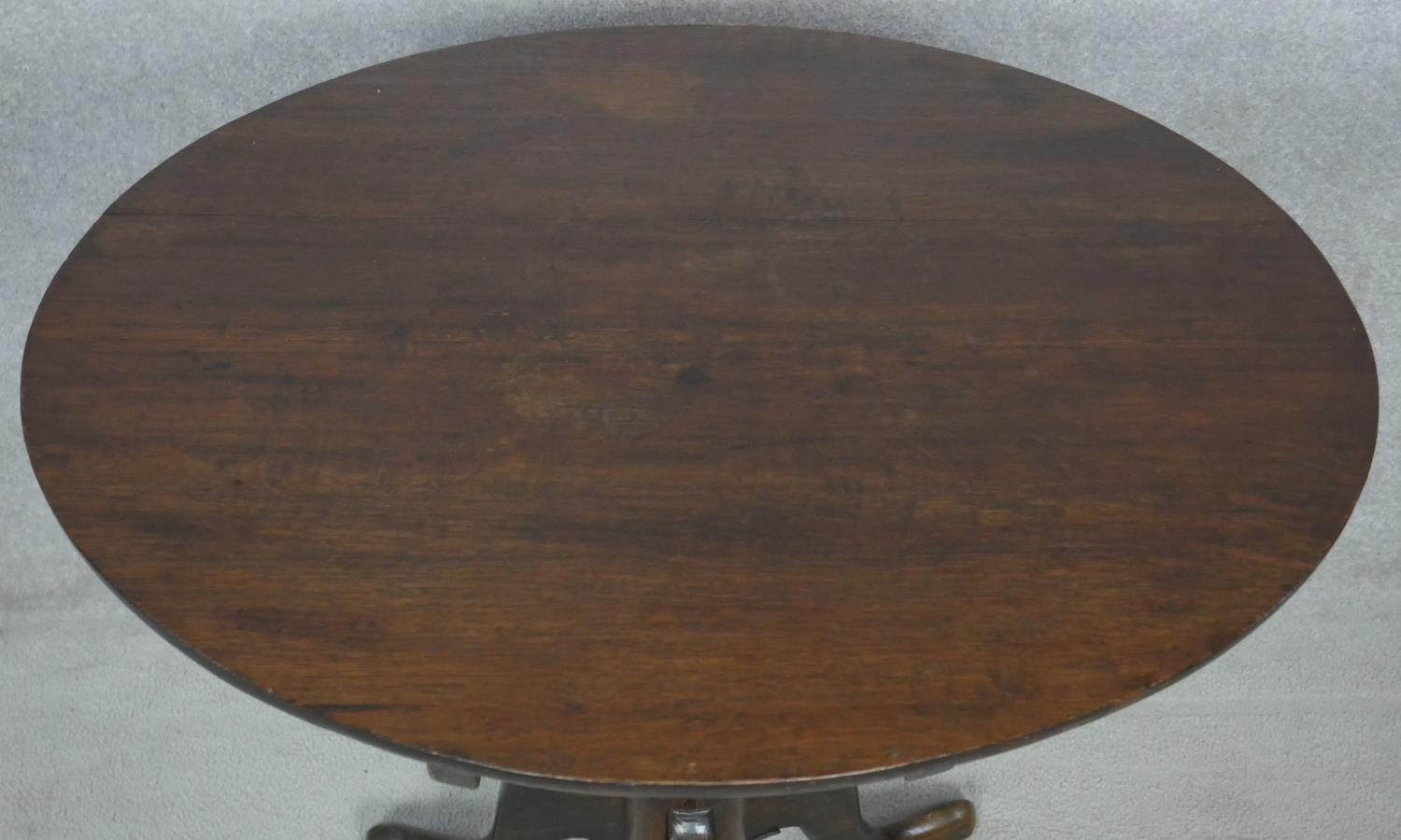 A Georgian oak tilt top occasional table on baluster turned pedestal and tripod cabriole supports. - Image 4 of 4