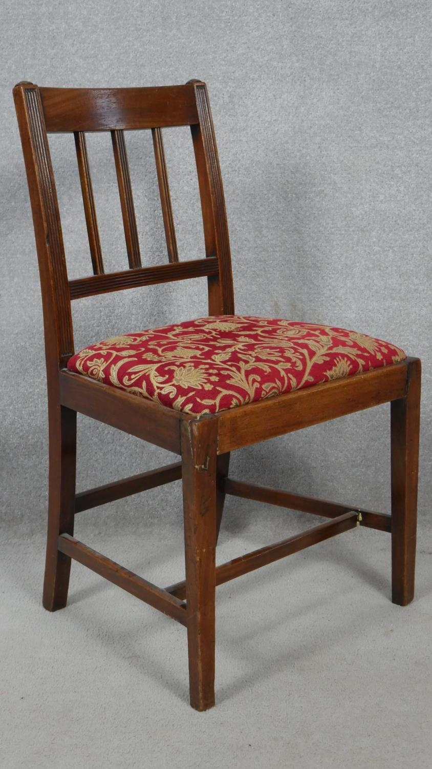 A set of six 19th century mahogany bar back dining chairs with reeded slats above drop in seats on - Image 3 of 4