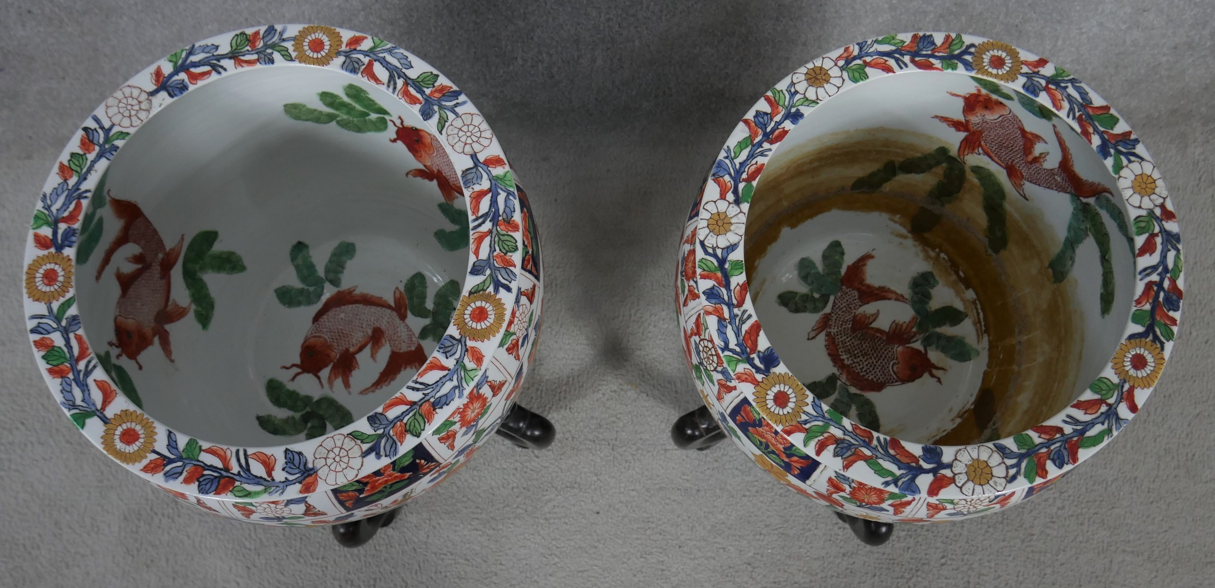 A pair of early 20th century glazed Chinese Imari ceramic planters/fish bowls on carved hardwood - Image 2 of 11