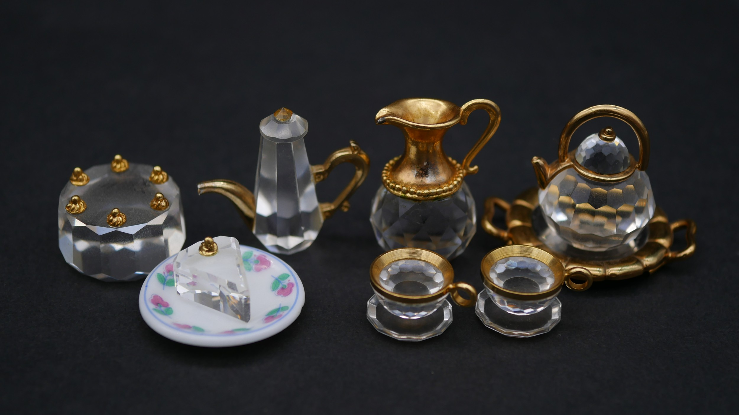 A collection of twenty three Swaovski crystal memories with gilt metal detailing and display - Image 4 of 7
