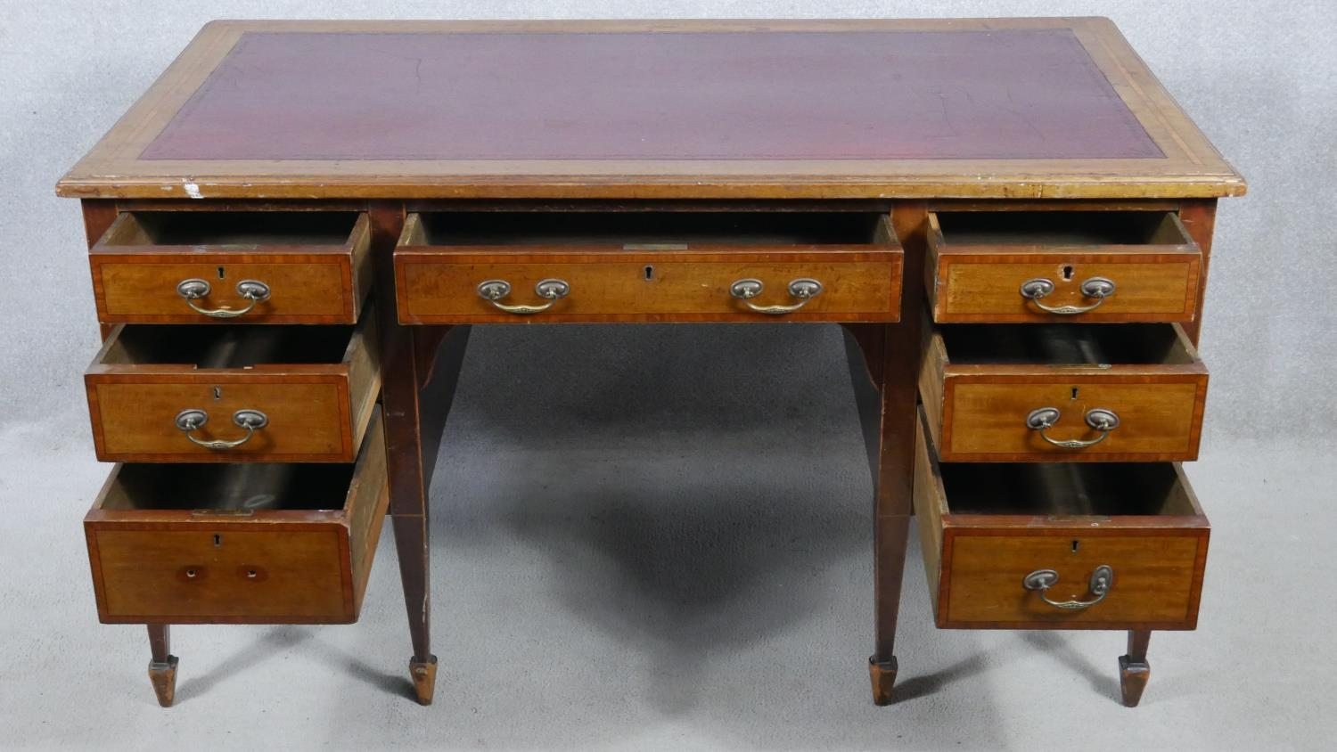 An Edwardian mahogany and crossbanded kneehole desk with inset leather top raised on square tapering - Image 2 of 9