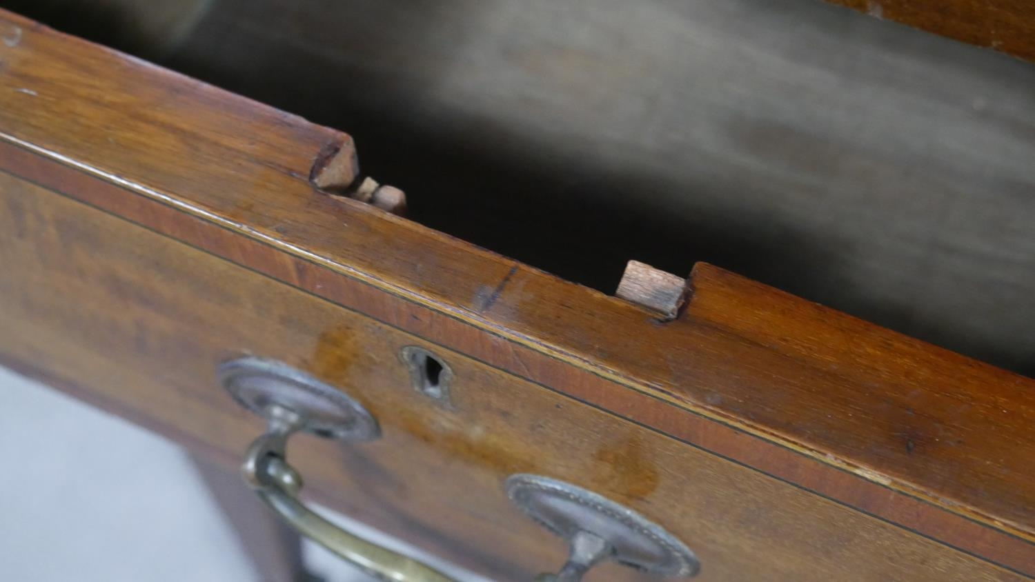 An Edwardian mahogany and crossbanded kneehole desk with inset leather top raised on square tapering - Image 3 of 9