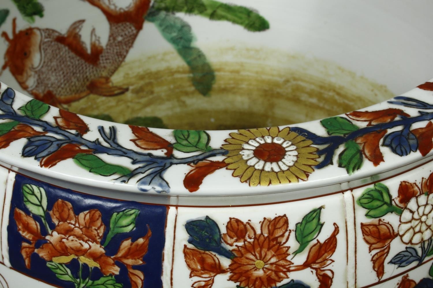 A pair of early 20th century glazed Chinese Imari ceramic planters/fish bowls on carved hardwood - Image 7 of 11