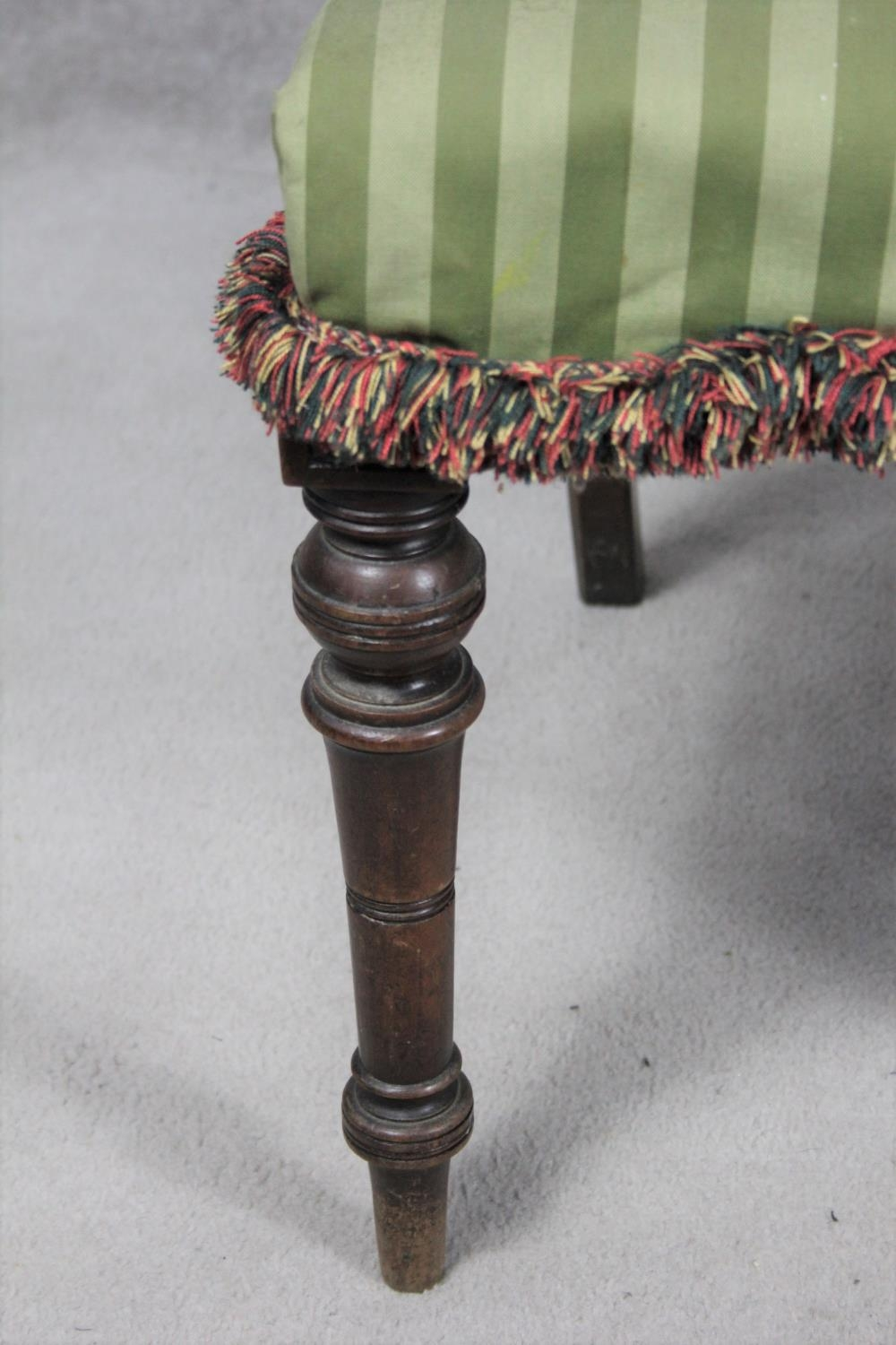 A pair of late 19th century mahogany bedroom chairs on turned tapering supports. H.87 W.48 D.50cm - Image 6 of 11