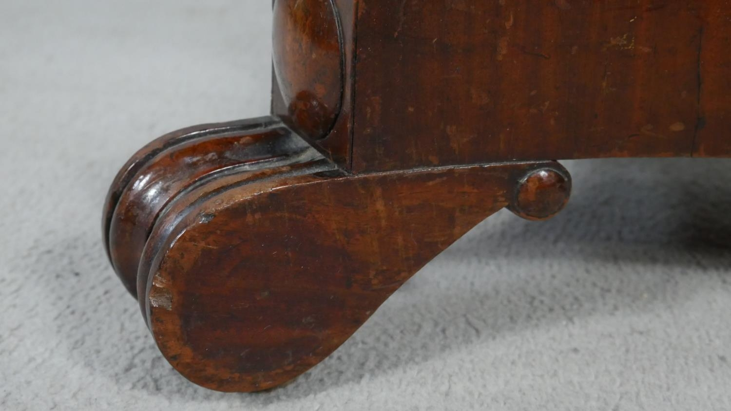 A William IV mahogany fold over top tea table on facetted pedestal quadruped base. H.72 L.48 W.92cm - Image 6 of 7