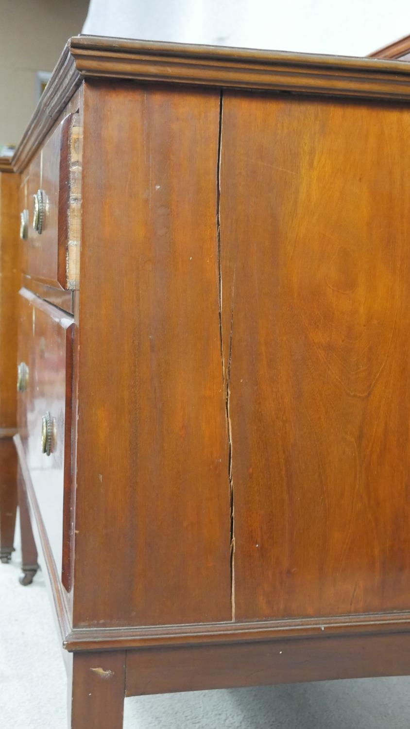 A pair of complementing early 20th century mahogany bedroom chests with ivory inset escutcheons - Image 6 of 10