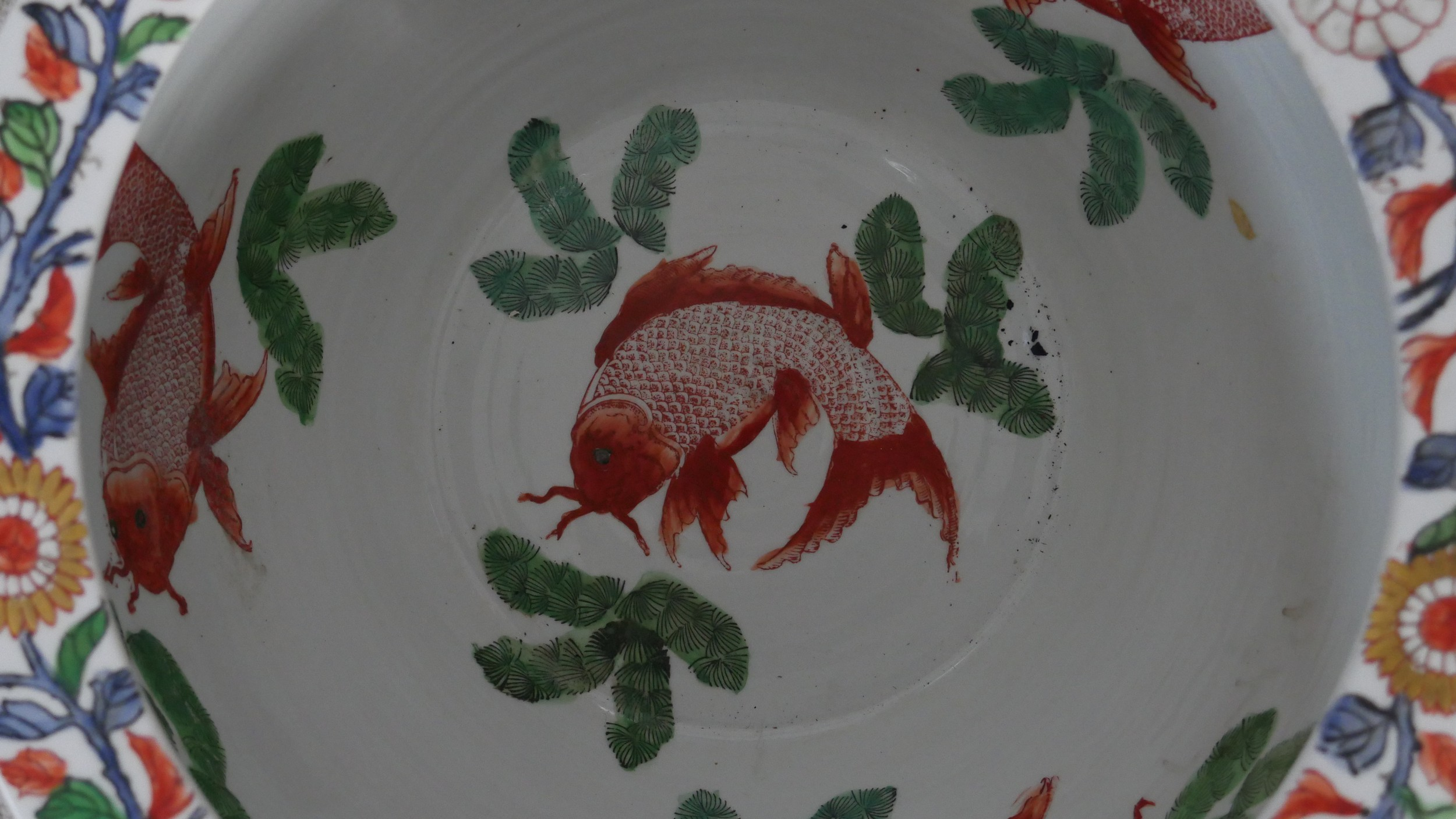 A pair of early 20th century glazed Chinese Imari ceramic planters/fish bowls on carved hardwood - Image 3 of 11