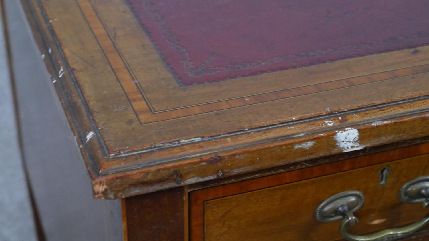 An Edwardian mahogany and crossbanded kneehole desk with inset leather top raised on square tapering - Image 7 of 9