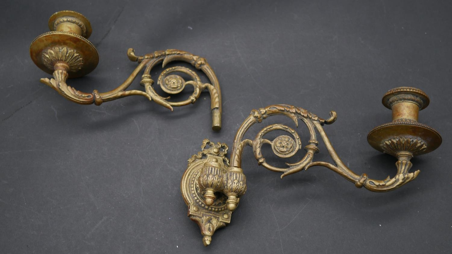 A pair of 19th century style brass twin branch wall sconces with adjustable and removable - Image 9 of 9