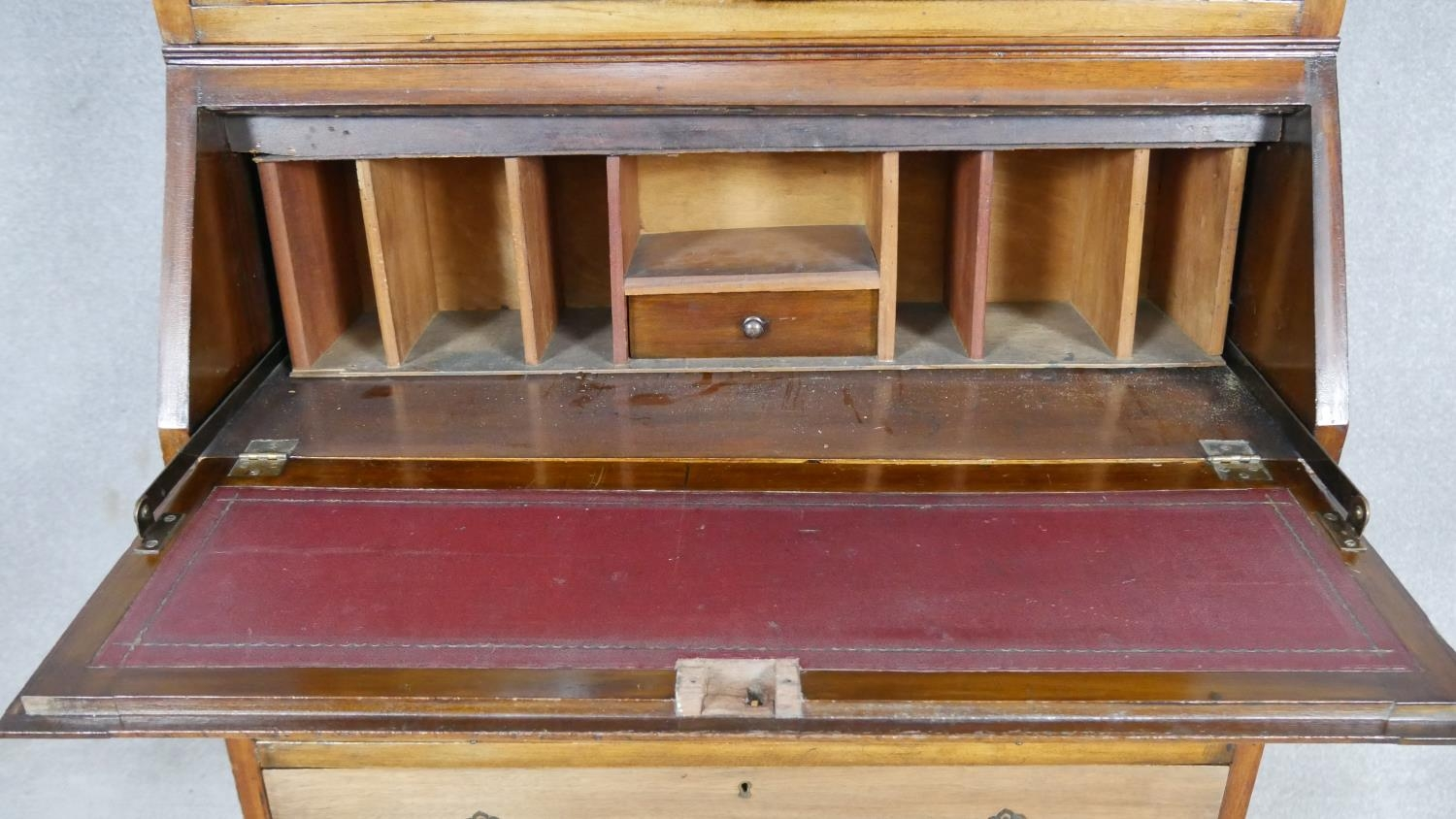 An early 20th century mahogany two section Georgian style bureau bookcase with fitted interior on - Image 5 of 8