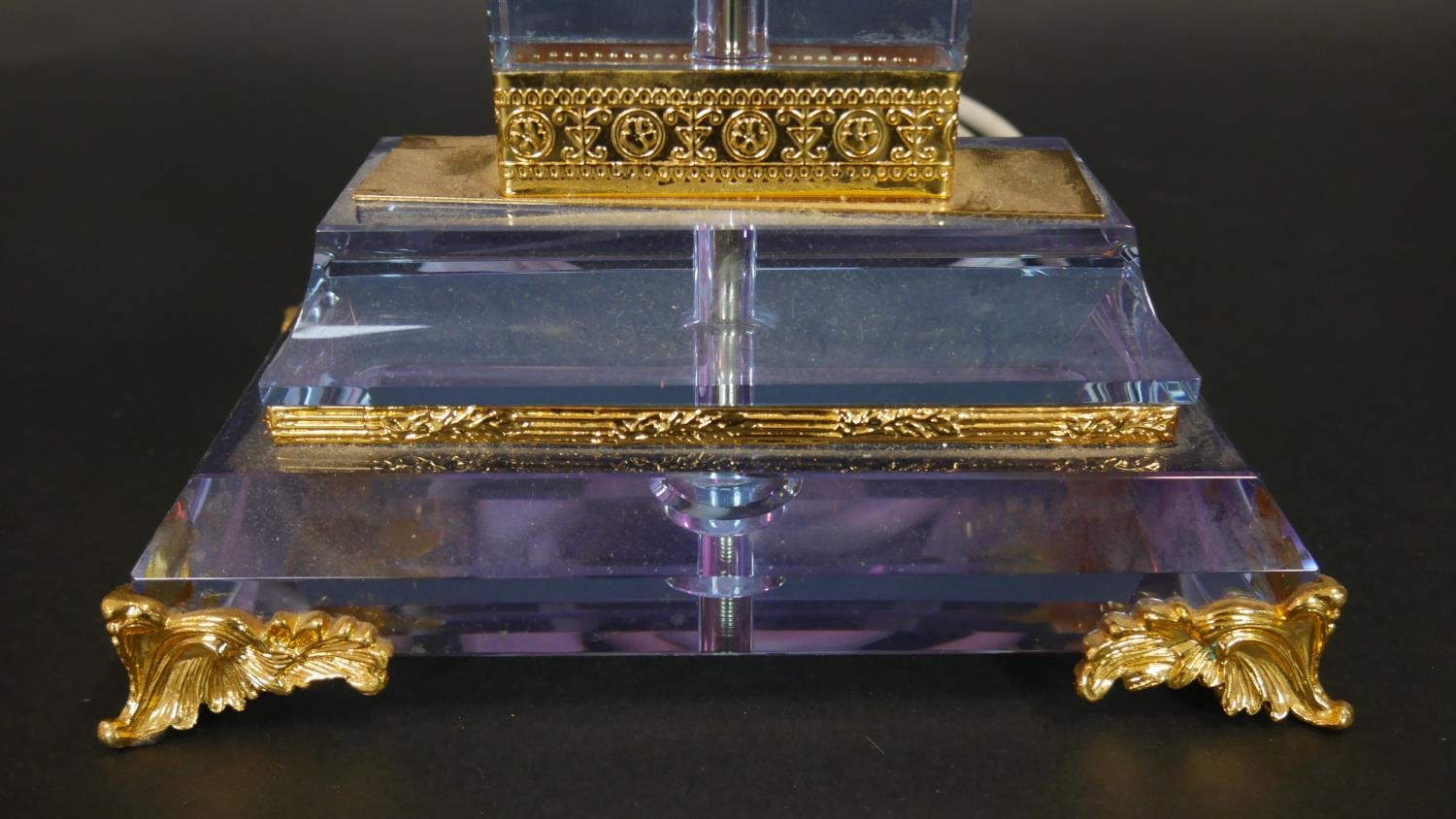A Neoclassical style glass table lamp with gilt metal mounts resting on scrolling supports. H.49.5cm - Image 2 of 5