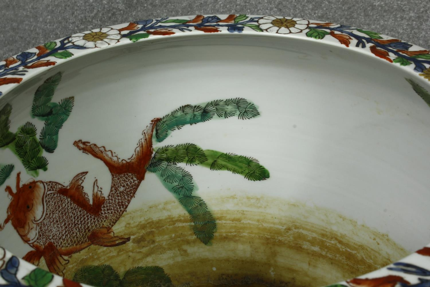 A pair of early 20th century glazed Chinese Imari ceramic planters/fish bowls on carved hardwood - Image 6 of 11