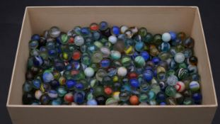 A collection of 752 vintage and antique marbles. Box H.10.5. L.28.5. W.19.5cm.