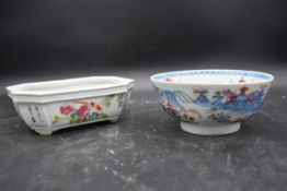 An Antique Famille Rose porcelain octagonal planter decorated with birds and flowers with Chinese