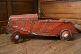 An early 20th century child's pedal car in original condition. H.44 W.100 D.33cm
