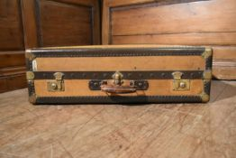An early 20th century leather bound travelling compactum by Au Depart of Paris fitted with hanging