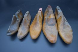 A pair of vintage shoe lasts and three other single similar. (Pair of Size 12, Size 4, & two