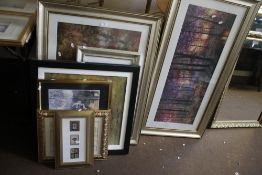 A QUANTITY OF FRAMED AND GLAZED PRINTS