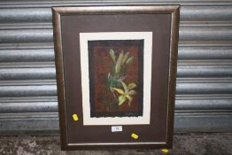 A FRAMED AND GLAZED WATERCOLOUR OF FLOWERS BY LESLIE MILLER (STAFFORDSHIRE ARTIST) SIZE 28 CM X 19