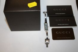 A BOXED LADIES GUCCI WRISTWATCH WITH WARRANTY PAPERS