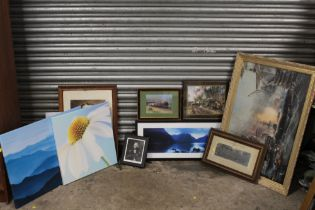 A COLLECTION OF ASSORTED PRINTS TO INCLUDE ROYAL RELATED EXAMPLE, MODERN CANVAS ETC. (12)