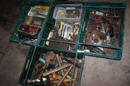 FOUR TRAYS OF MIXED HANDTOOLS TO INCLUDE HAMMERS AND MALLETS, DRILL BITS, SET SQUARES, CLAMPS ETC (