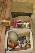 A QUANTITY OF ASSORTED METALWARE TO INCLUDE SILVER PLATE, BRASS TRIVET, AND COPPER KETTLE