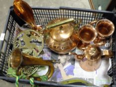A TRAY OF METALWARE TO INCLUDE A COPPER KETTLE AND COPPER BUGLE