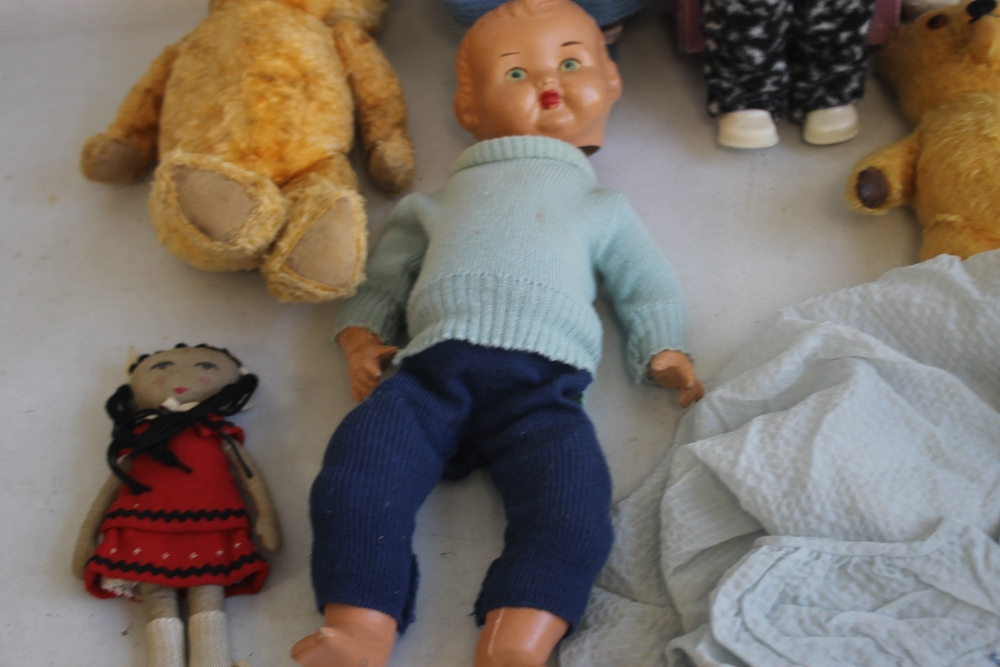 VINTAGE DOLLS AND TEDDY BEARS to include boxed Palitoy Petalskin Vinyl doll, Roddy doll in hand - Image 4 of 4