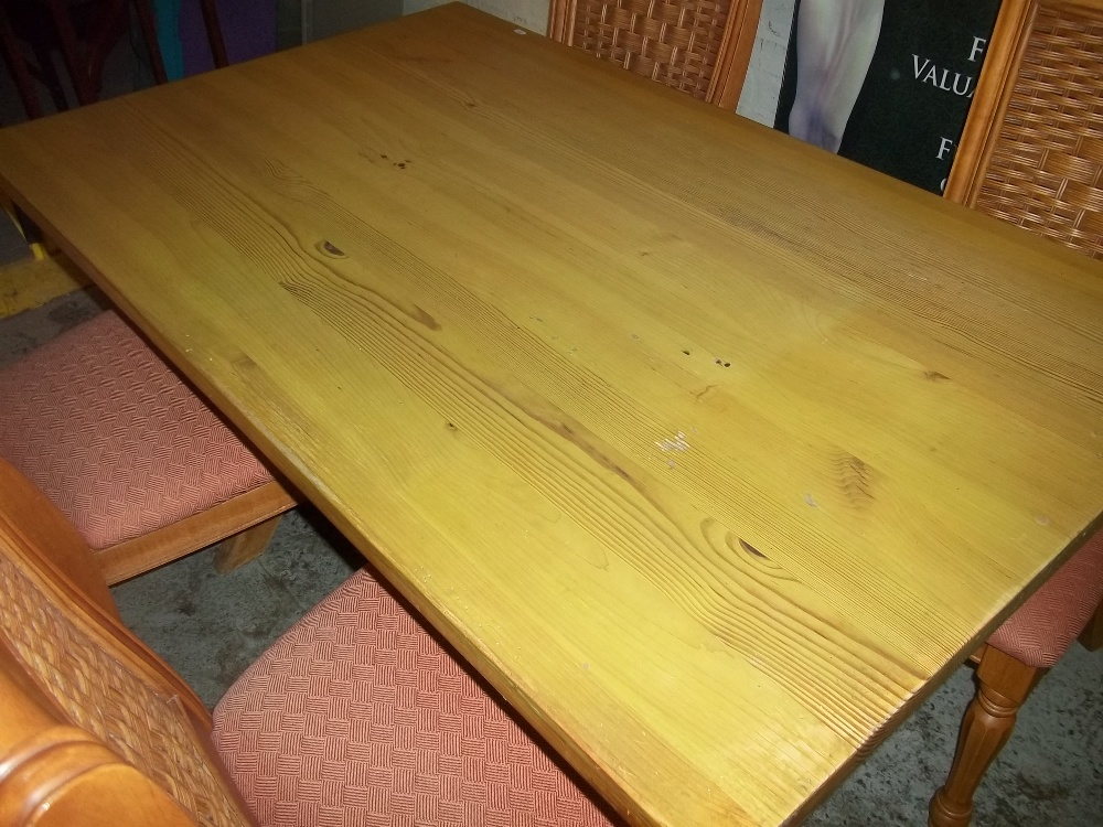 A MODERN DINING TABLE AND FOUR CHAIRS - Image 3 of 4