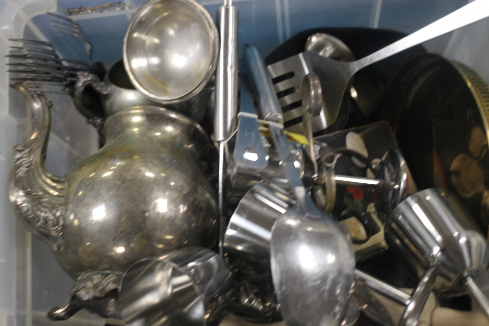 TWO TRAYS OF METALWARE ETC. - Image 3 of 3