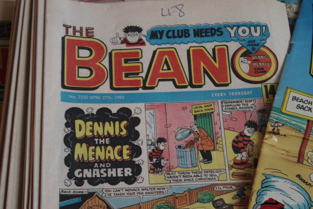 BEANO COMICS WITH TWO FREE GIFTS, approx. 100 1980s Beano comics with two Summer Specials and a ' - Image 5 of 5