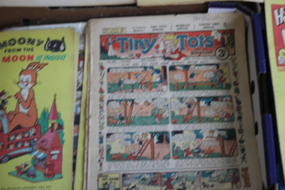 THE TOPPER' COMICS 1954 - 1964, 32 issues, not a run, together with 'The Sunbeam' #706 Aug 1939, ' - Image 3 of 5