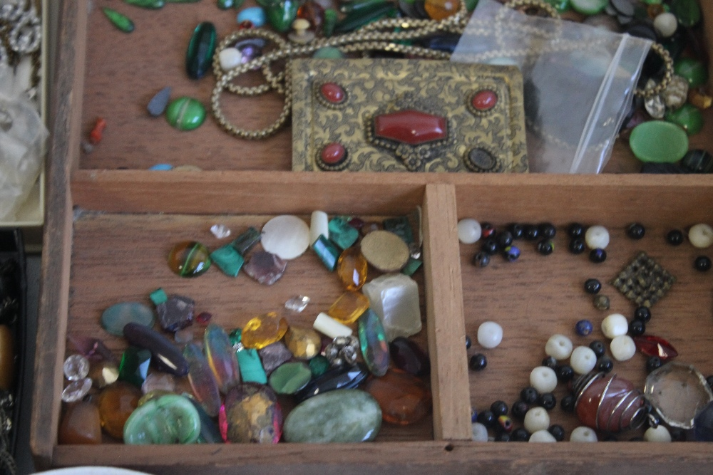 A TUB OF COSTUME JEWELLERY AND WATCHES - Image 4 of 5