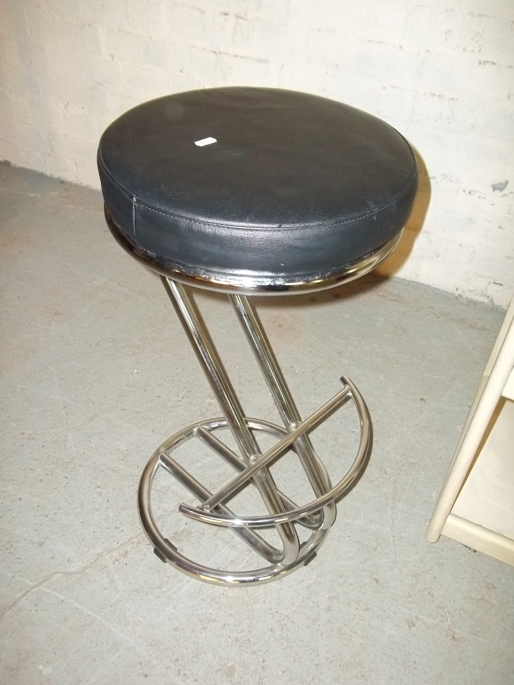 THREE MODERN ITEMS TO INCLUDE A TUB CHAIR, A CHROME STOOL AND A SERVING TROLLEY - Image 2 of 4