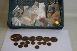 A COLLECTION OF BRITISH AND WORLD COINS AND A GROUP OF FAO BRONZE MEDALLIONS, to include two New