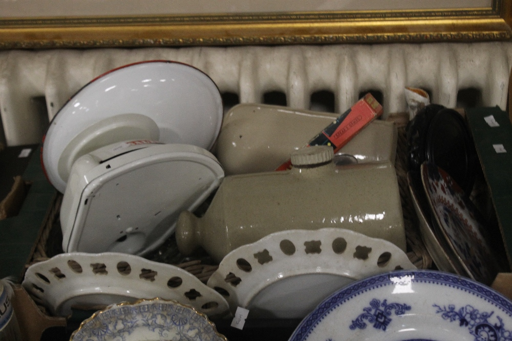 TWO TRAYS OF CERAMICS to include blue & white (trays not included) - Image 3 of 3