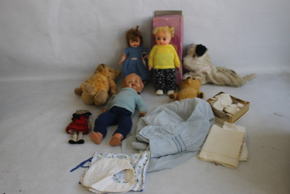 VINTAGE DOLLS AND TEDDY BEARS to include boxed Palitoy Petalskin Vinyl doll, Roddy doll in hand