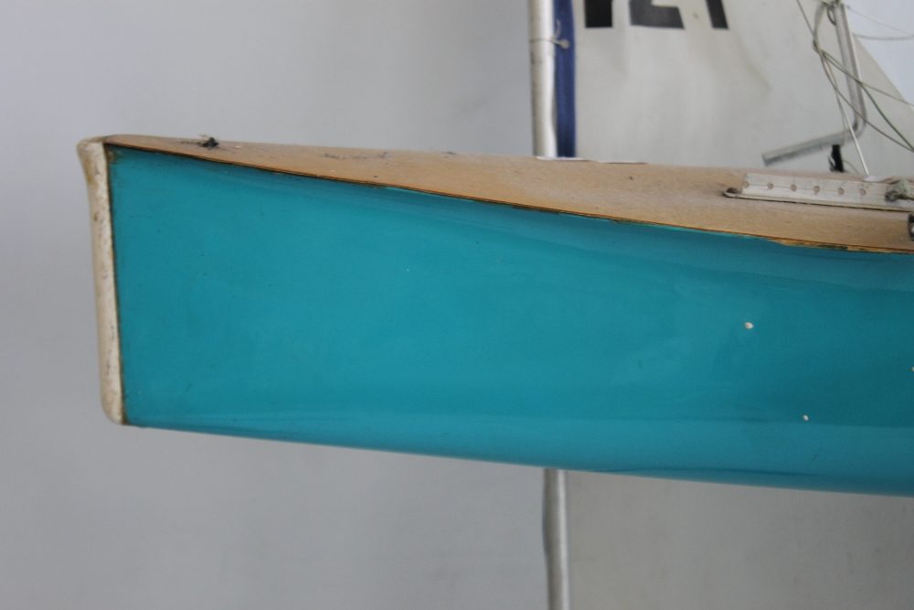 A LARGE VINTAGE FIBRE GLASS AND WOOD YACHT AND STAND, 160 cm long with sail - Image 2 of 4
