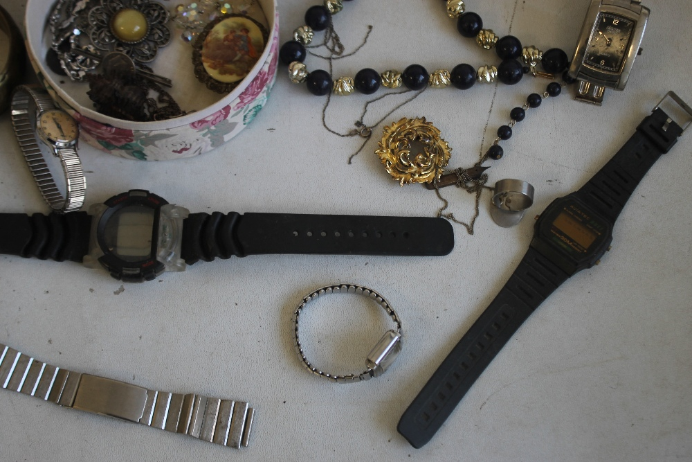 A TUB OF COSTUME JEWELLERY AND WATCHES - Image 5 of 5