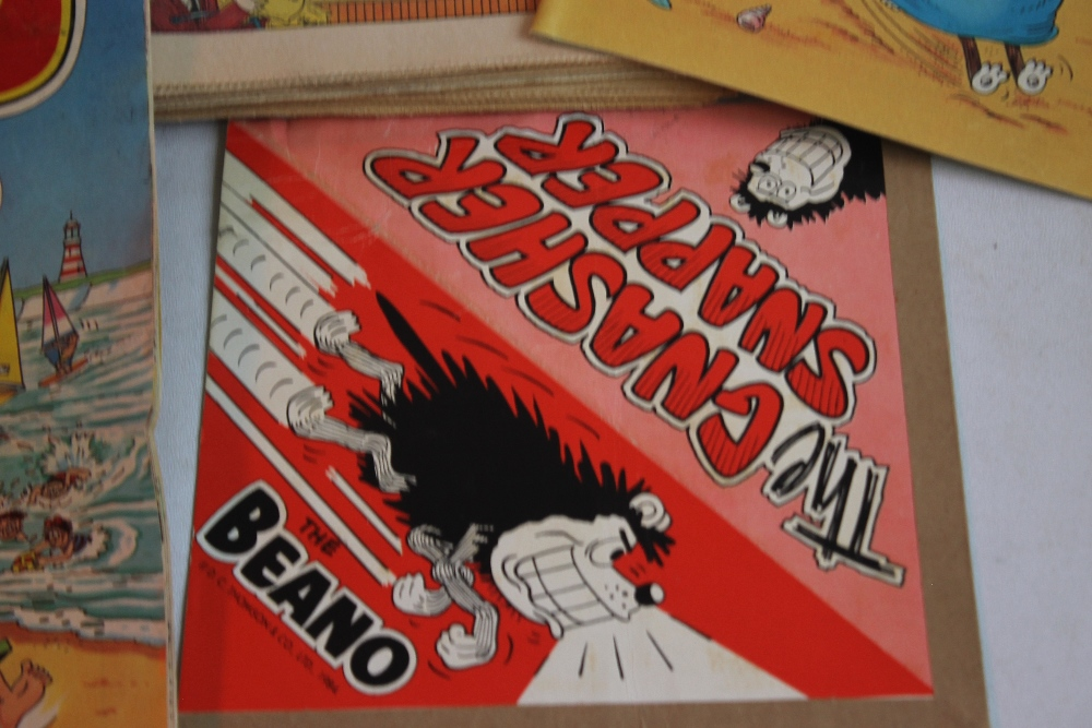 BEANO COMICS WITH TWO FREE GIFTS, approx. 100 1980s Beano comics with two Summer Specials and a ' - Image 2 of 5