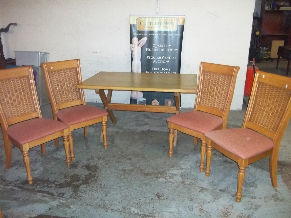 A MODERN DINING TABLE AND FOUR CHAIRS - Image 2 of 4
