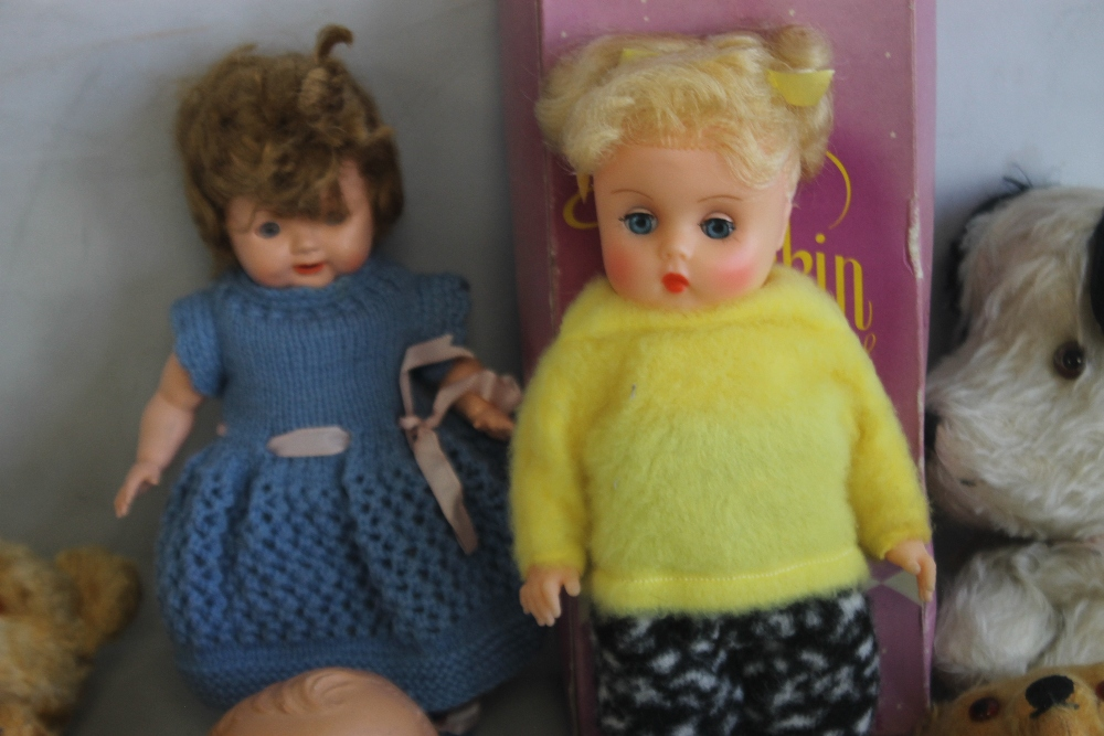 VINTAGE DOLLS AND TEDDY BEARS to include boxed Palitoy Petalskin Vinyl doll, Roddy doll in hand - Image 3 of 4